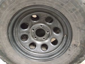 Photo GMC YUKON RIMS size 16 5 lugs