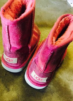 UGG boots size 9 in girls Thumbnail