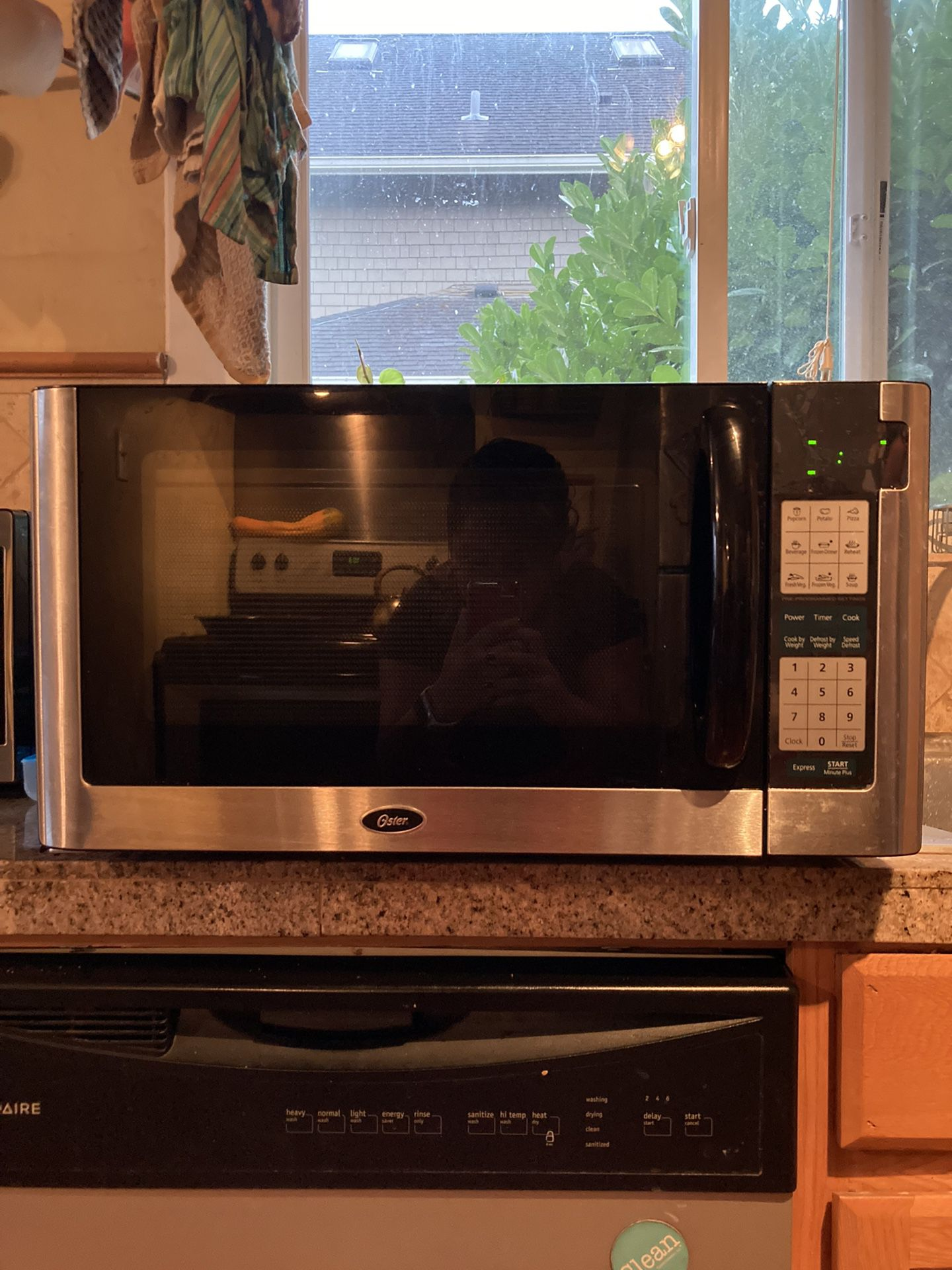 Black Oster Microwave, 1200 W