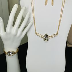 2- piece Set beautiful fine jewelry does not give you allergy, free of lead and nickel ..Hablo Español Thumbnail
