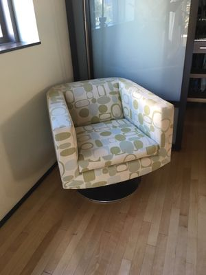 Swivel chair for Sale in Portland, OR