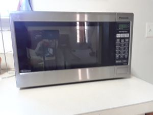 Panasonic 1.2cu. Microwave. for Sale in Leesburg, VA