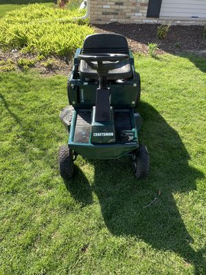 Photo Very nice craftsman 30in 13.5 riding lawn mower