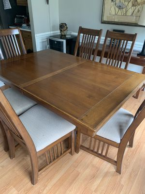 Photo 6 seat Dining Room Table