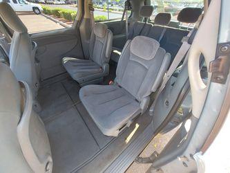 Runs Perfect 05 Chrysler Town And Country Similar To Sienna Odyssey Caravan Thumbnail