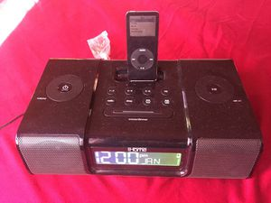 iPod 4gb and dock speaker for Sale in Los Angeles, CA