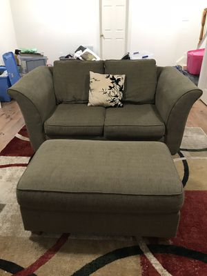 Gorgeous Green Brown Loveseat with Ottoman (La-Z-Boy) for Sale in Silver Spring, MD