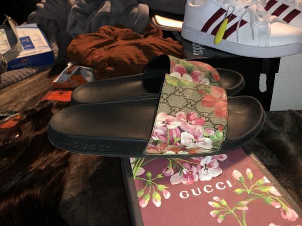 2a4299348ff LIKE NEW GUCCI SLIDES    REAL   SZ 8 for Sale in Corona