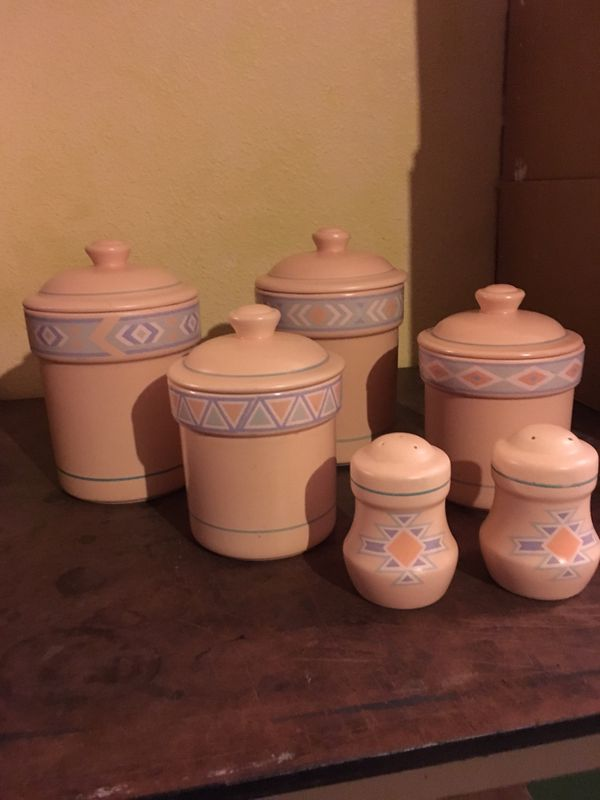Ceramic Kitchen Canisters And Salt Pepper Shakers Pick Up Only