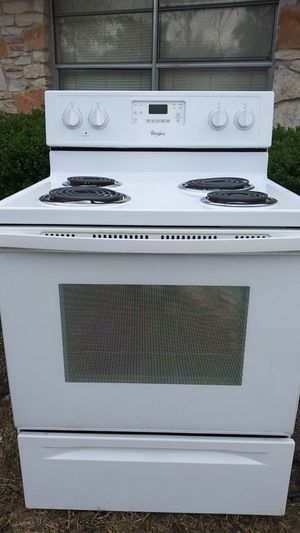 Very clean whirlpool electric stove for Sale in Bastrop, TX