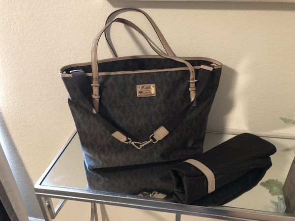 d1ec1340b10b6 Michael kors Diaper bag for Sale in Sacramento