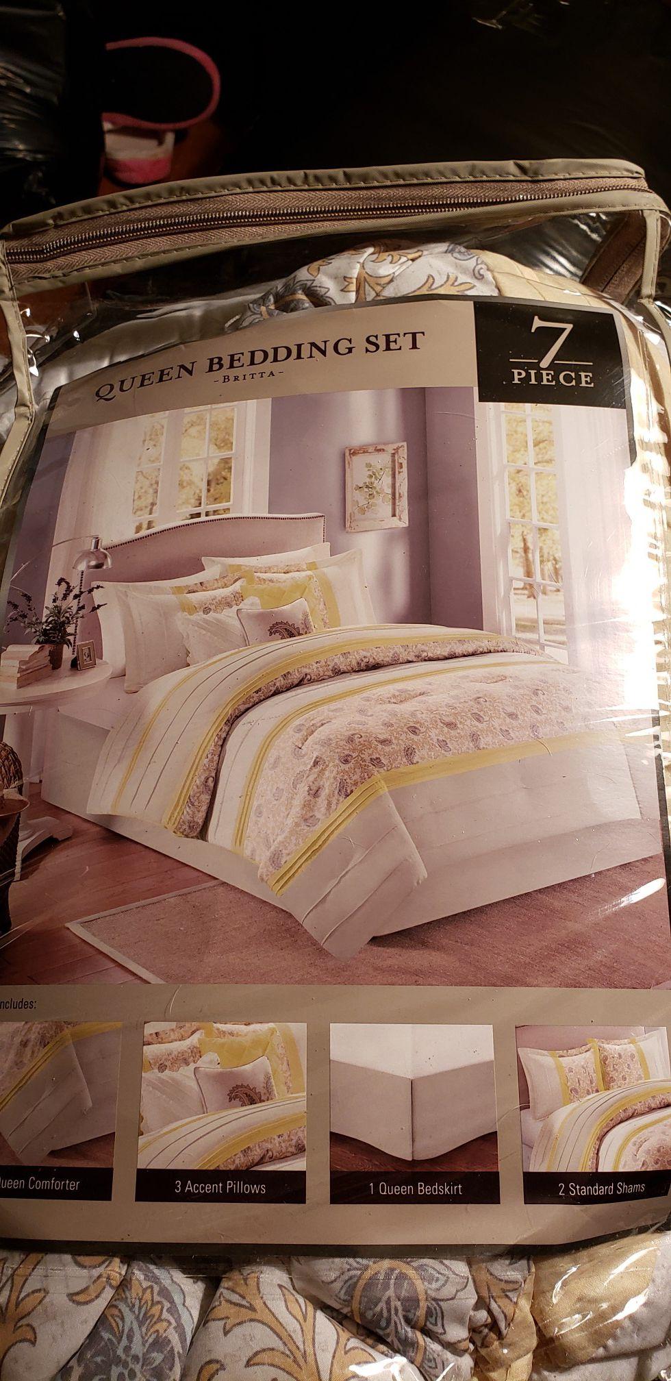 7 Pc Queen Bedding Set NEW $80 obo