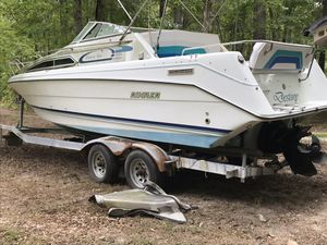 1994 Rinker Fiesta Vee 28 foot - aft cabin / enclosed head with shower - has been sitting for a year - trailer needs work for Sale in Smyrna, GA