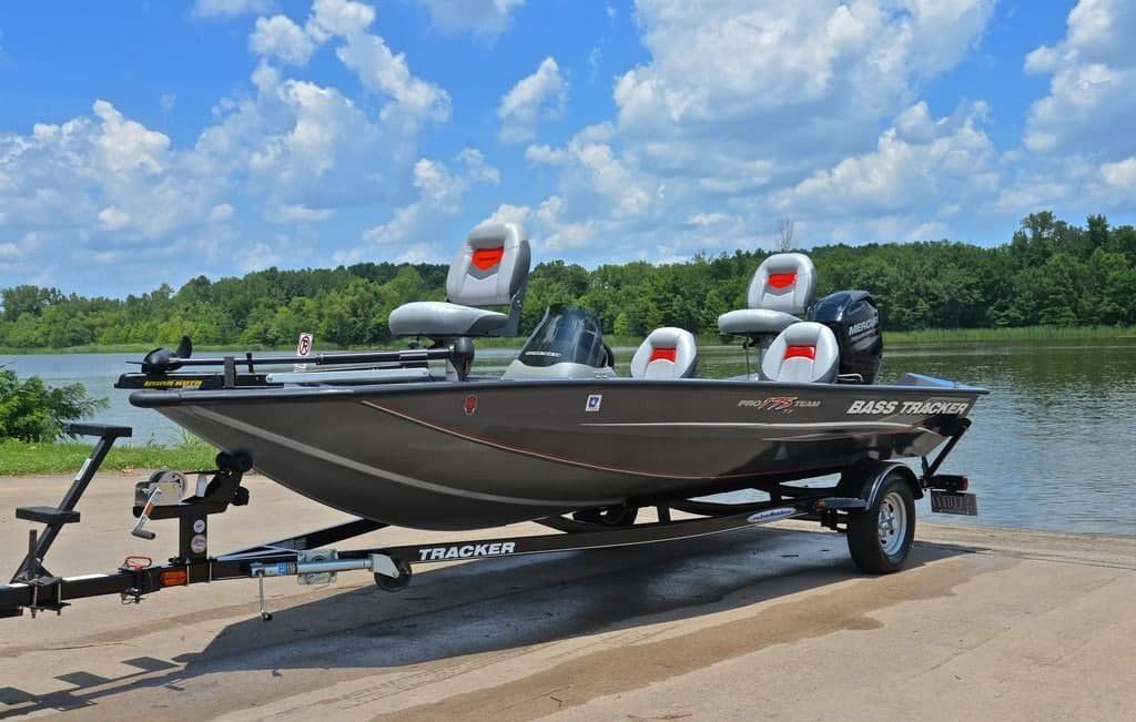 Photo 2012 Bass Tracker Pro Team 175 ,60 hp 4stroke with only 75 hours