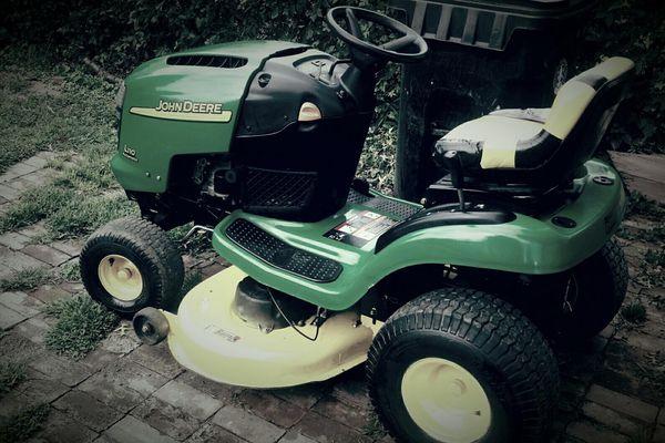 John Deere Riding Lawn Mower Get It Before It S Gone For
