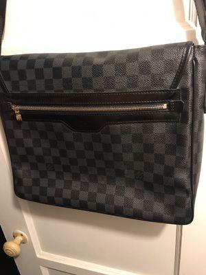 Louis Vuitton Messenger Bag for Sale in Los Angeles, CA