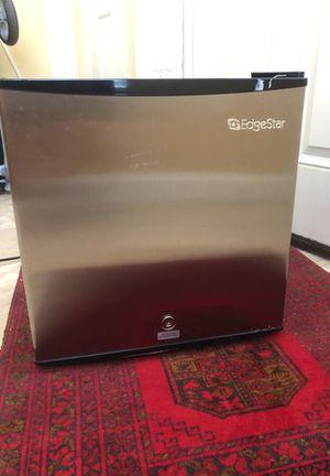 Mini Refrigerator/freezer for Sale in Gainesville, VA