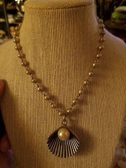 Costume jewelry necklace Thumbnail