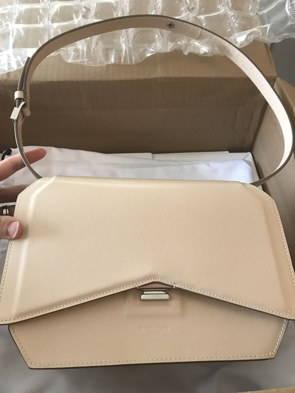 1e9e1f67b27 NWT Givenchy Bow Cut Nude Pink Shoulder Bag Purse Made in Italy ...