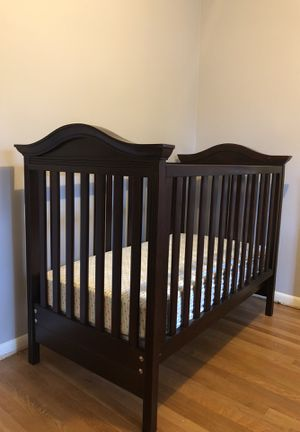 Baby crib and changing table for Sale in Rockville, MD