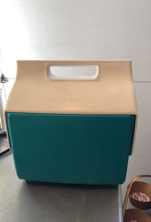 Cute vintage IGLOO handy cooler for Sale in Santa Monica, CA