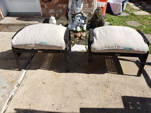 Photo 2 Hampton Bay footstools-- Hampton Bay bancos de descanso