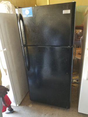 Black Frigidaire refrigerator for Sale in Farmville, VA