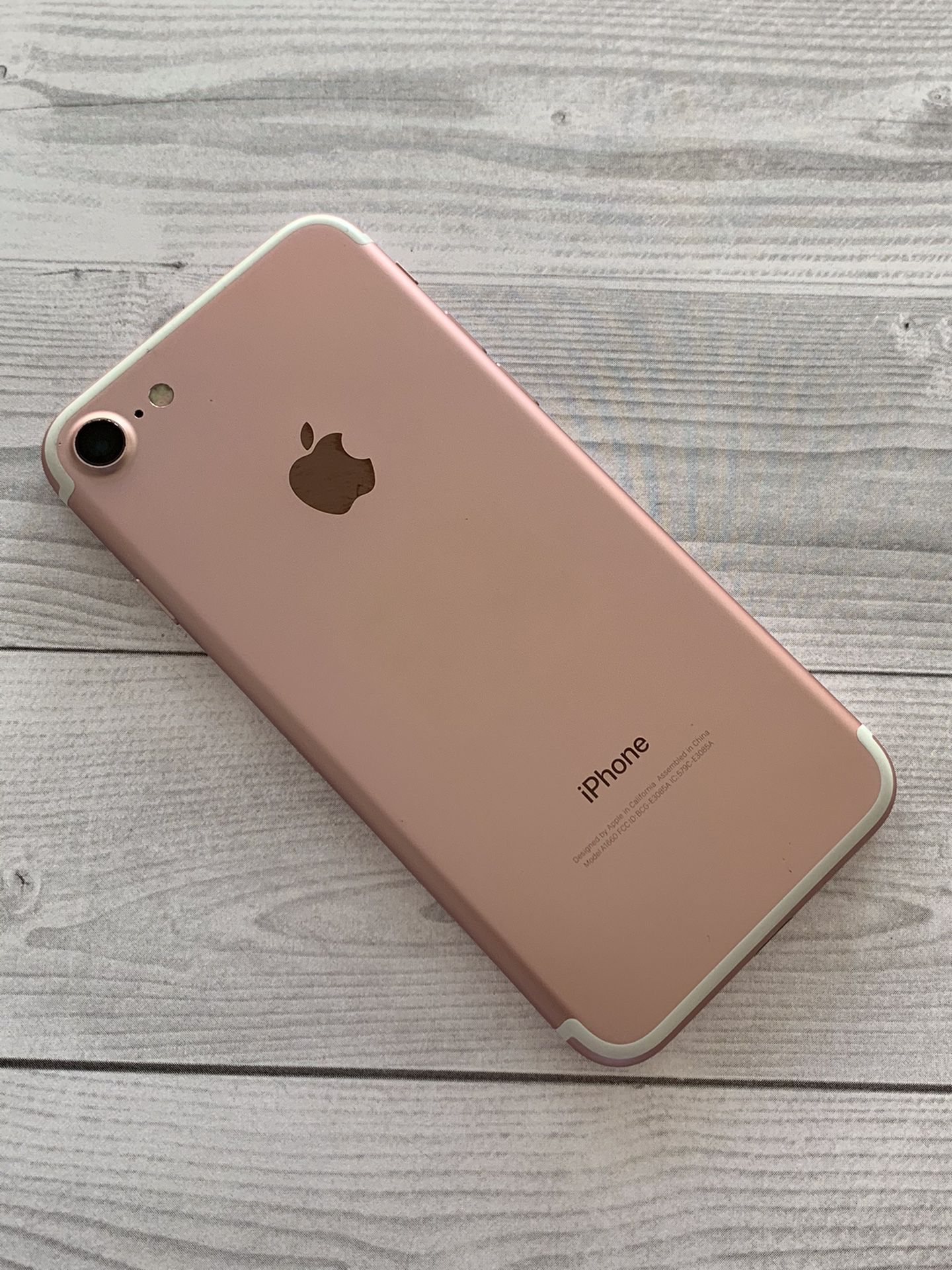 IPHONE 7 32gb,factory Unlocked,very Good Condition,each