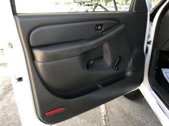 2004 Chevrolet Silverado Thumbnail