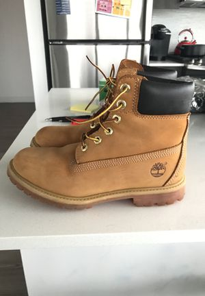 Women's 6 inch Wheat Premium Timberlands Size 8 worn 3-4 times. for Sale in Chicago, IL