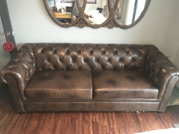 Tufted Italian leather sofa for Sale in Tampa, FL - OfferUp