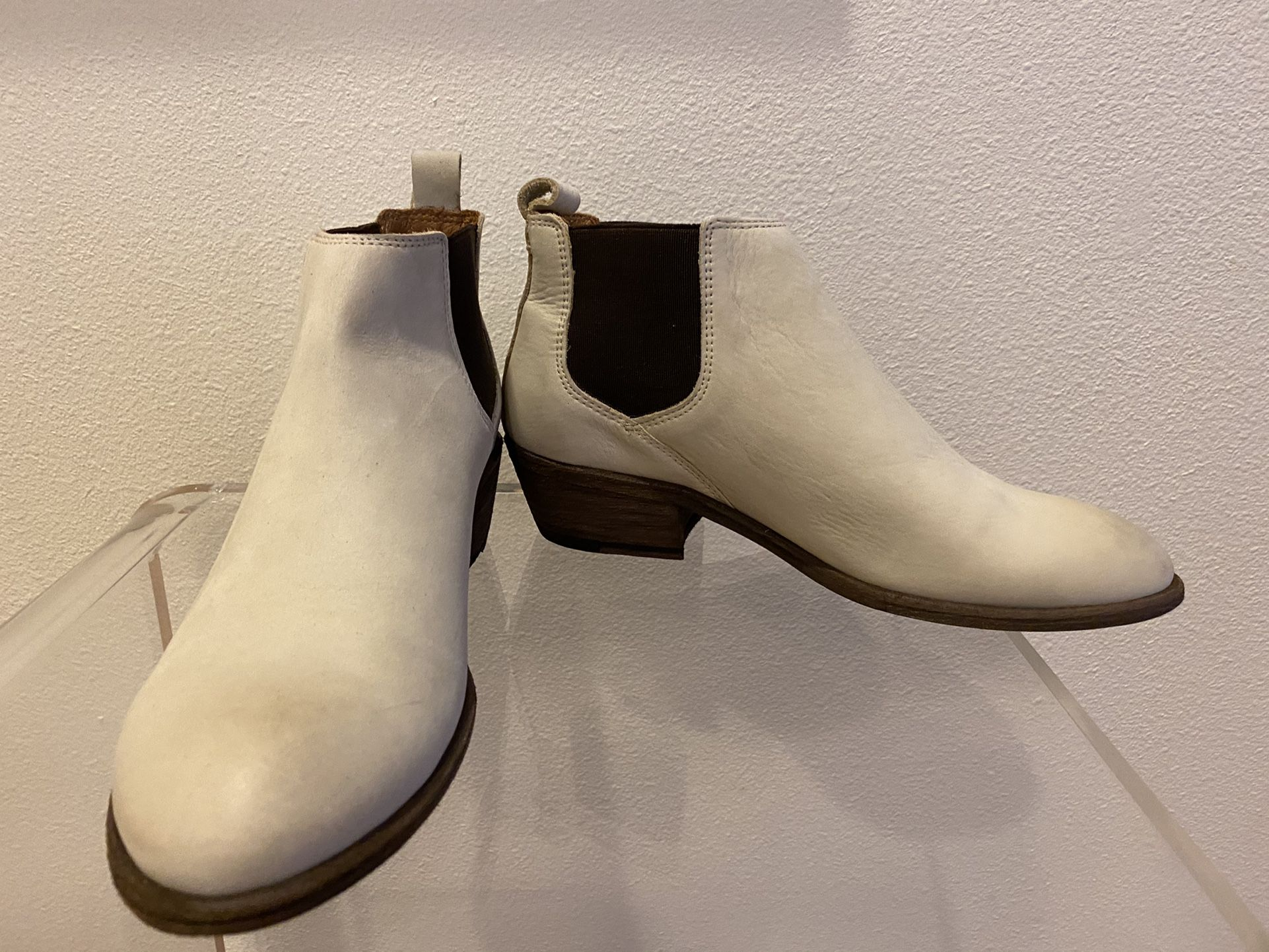 FRYE CARSON LEATHER CHELSEA BOOTS 8