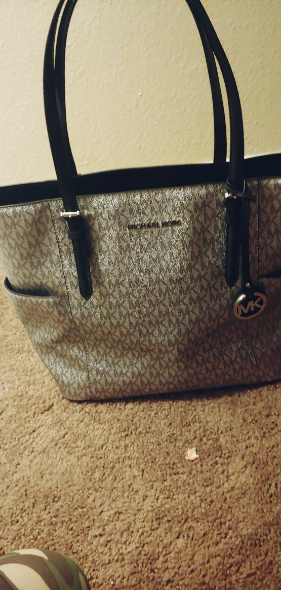 e534c53a8cc7 Michael kors jet set tote for Sale in Hillsboro, OR - OfferUp