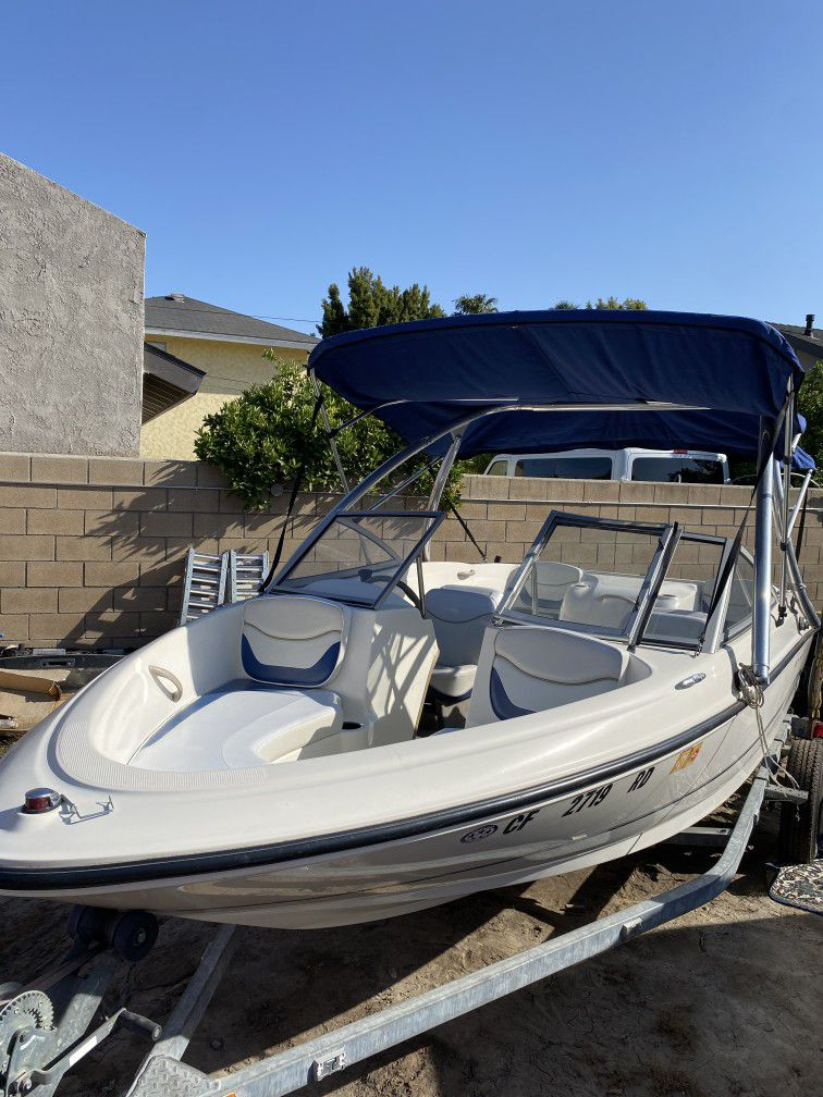 Photo 2004 Bayliner Boat Super clean And Ready For Water Today