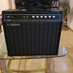 YAMAHA G30-112 ELECTRIC GUITAR AMP. EXCELLENT CONDITION. Thumbnail