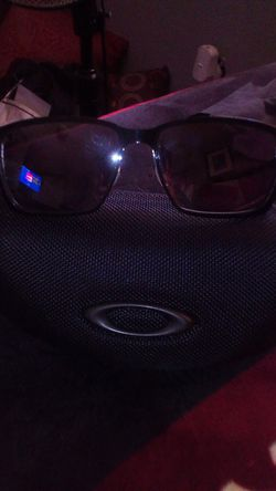 Oakley men's glasses brand new with a case Thumbnail