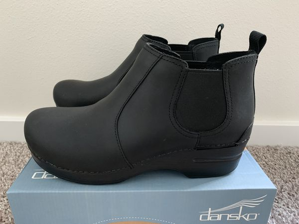 23ee56d70e4 New and Used Boots women for Sale in Everett, WA - OfferUp
