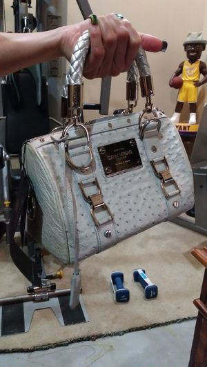 a5cc67da40a New and Used Versace bag for Sale in Avondale