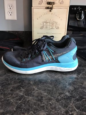 Womens Nike lunaron size 8 running shoes for Sale in Baltimore, MD