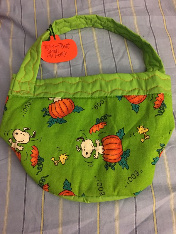 b50d971a48 Brand New Snoopy Halloween Bag - Perfect for Halloween coming up - PICKUP  in Aiea across old Toys r Us for Sale in Honolulu