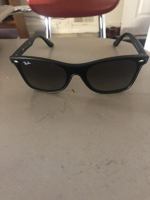 Photo Men blacked out Ray Bands