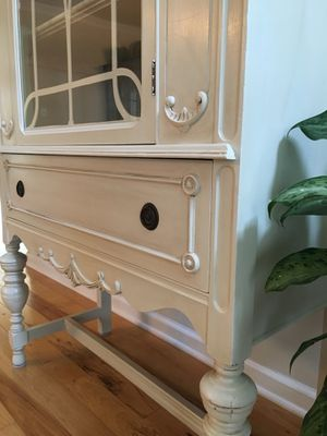 Antique French Country Display Cabinet for Sale in Gainesville, VA