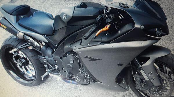 Black2008 yamaha r1