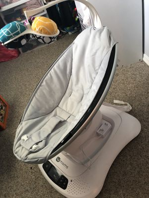Mamaroo 4 moms Bluetooth baby swing for Sale in Silver Spring, MD
