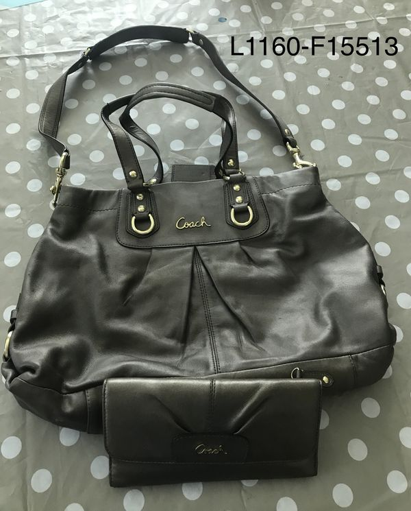 8a0b8a417b Authentic leather Coach purse and wallet for Sale in Goodyear