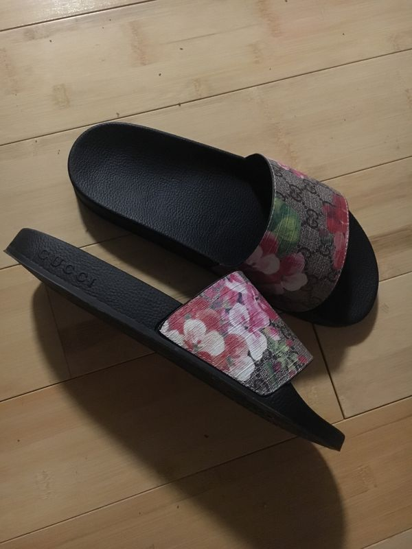 4d543ff1bc58 Gucci slides only worn once shoes for Sale in Houston