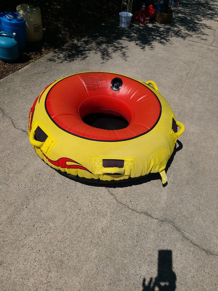 Photo Towing Boat Tube