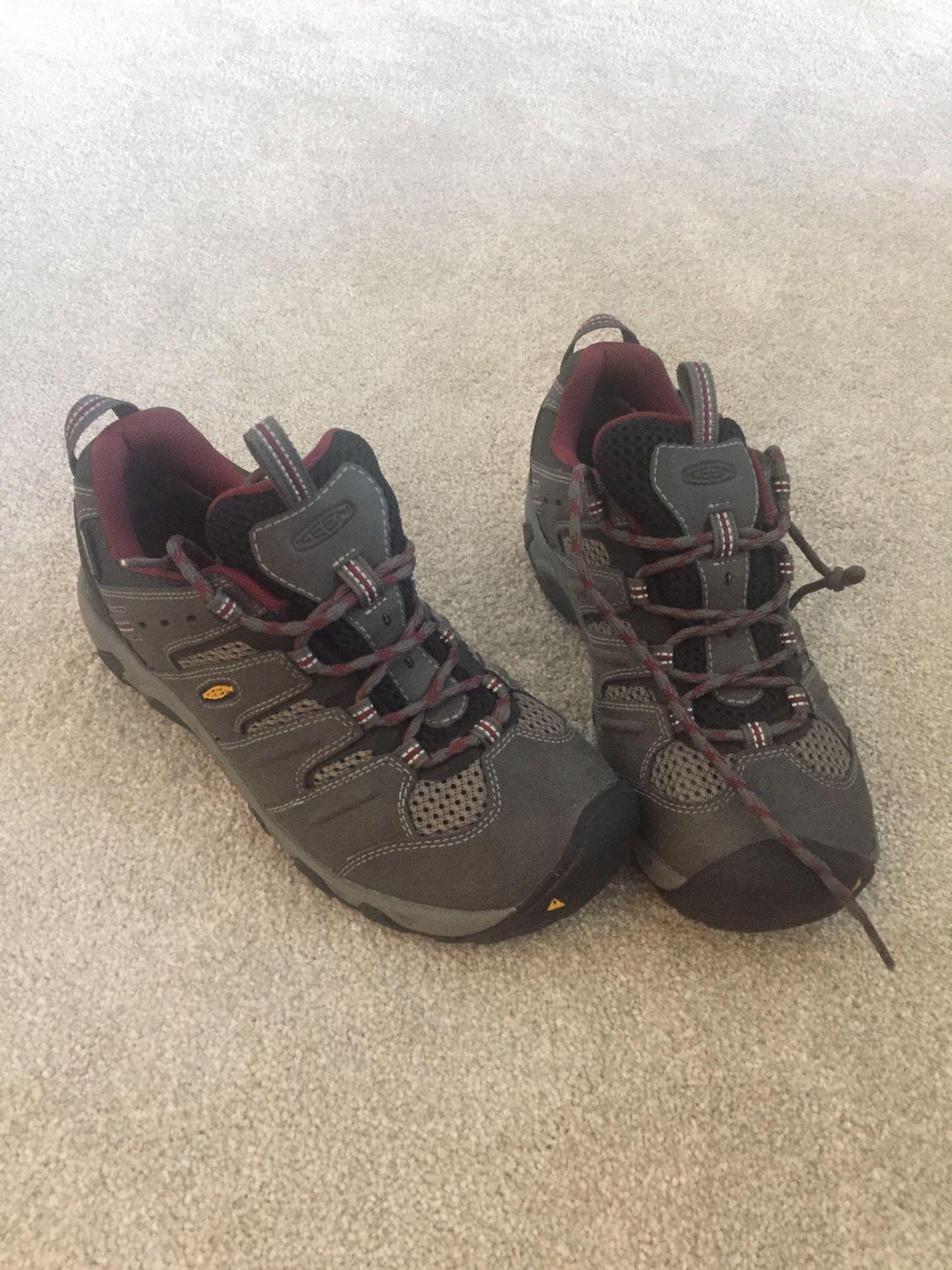 Women's keen hiking boot size 8