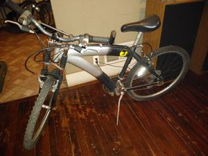 Photo Mongoose mountain bike suspension forks quick release aluminum rims