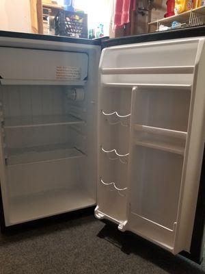 Mini-refrigerator (Whirlpool) for Sale in Centreville, VA